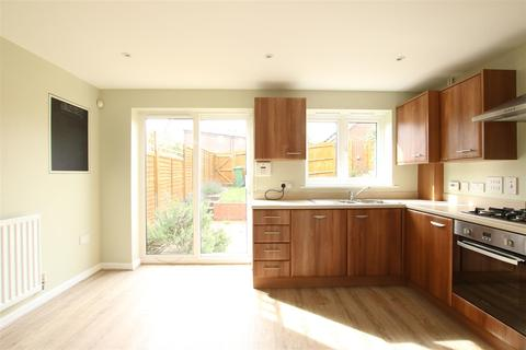 3 bedroom house to rent - Sarina Close, Seaview Avenue, Peacehaven