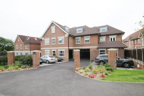 2 bedroom apartment to rent - Manor Road, Chigwell