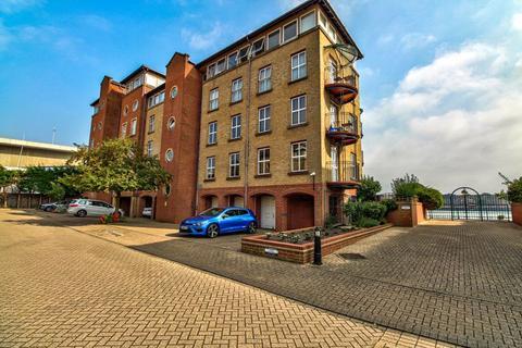3 bedroom duplex for sale - Andes Close, Ocean Village, Southampton