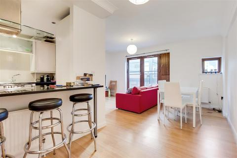 3 bedroom apartment to rent - Waterson Street, London, E2