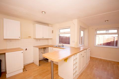 4 bedroom townhouse to rent - Romney Court, Sittingbourne