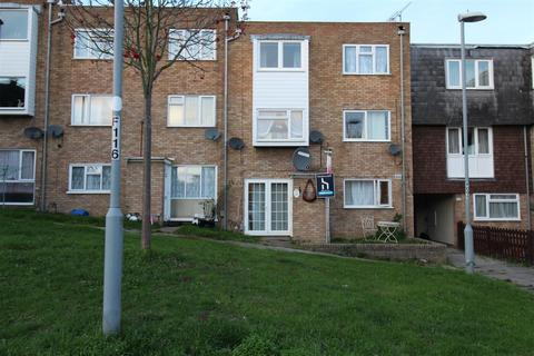 2 bedroom flat for sale - Copenhagen Close, Luton