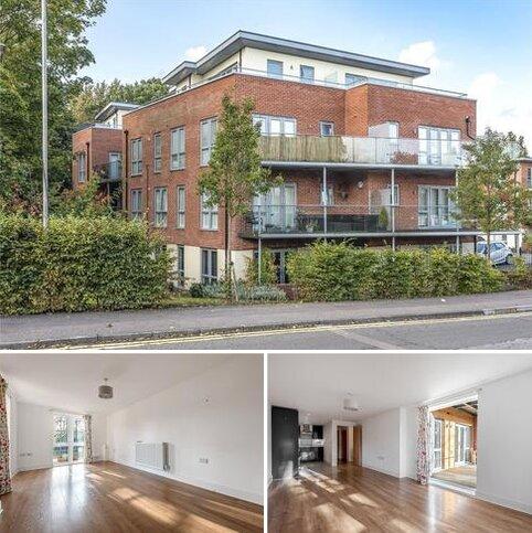 2 bedroom flat for sale - Redwood Place, Morewood Close, Sevenoaks, Kent, TN13