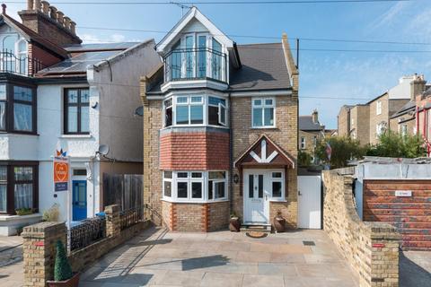 4 bedroom detached house for sale - Carlton Avenue, Ramsgate
