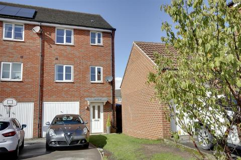 4 bedroom townhouse for sale - Kingscroft Drive, Brough