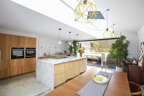 4 bedroom semi-detached house for sale - Tresco Road, Nunhead, SE15