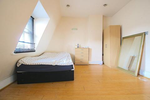 2 bedroom flat to rent - Mile End Road, London