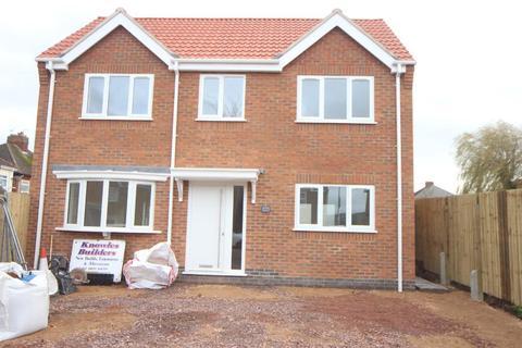 2 bedroom detached house - Netherley Road, Hinckley