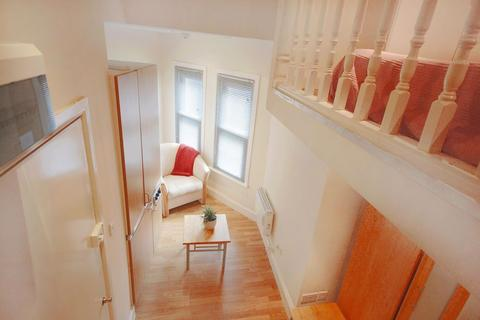 Studio to rent - Stanwick Road, West Kensington, W14