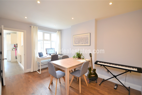 3 bedroom flat for sale - Derwentwater Road, London W3 6DF
