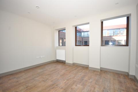 Studio to rent - Week Street Maidstone ME14