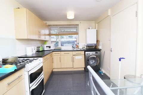 1 bedroom flat share to rent - Malmesbury Road, Bow, London