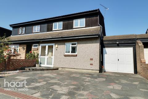 3 bedroom semi-detached house for sale - Masefield Close, Romford