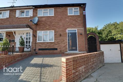 3 bedroom semi-detached house for sale - Greenbank Close, Romford