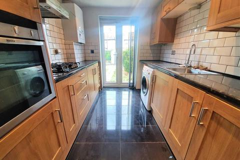 2 bedroom terraced house to rent - Monmouth Road, London