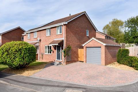 3 bedroom semi-detached house for sale - Lynwood Drive, Trowbridge