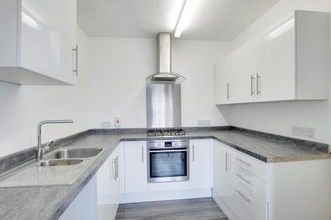 3 bedroom semi-detached house to rent - Manorway