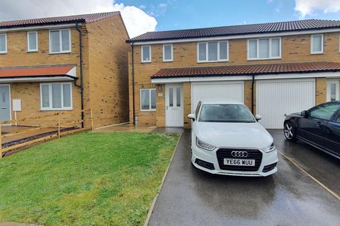 3 bedroom semi-detached house - Chartwell Gardens, Hull