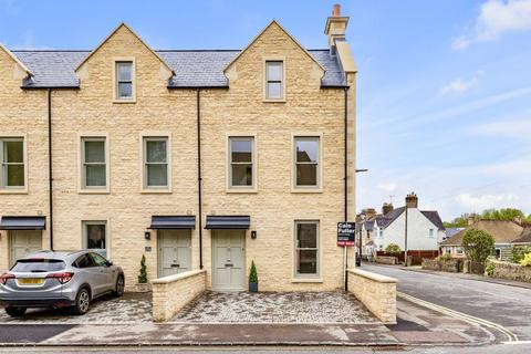 4 bedroom end of terrace house for sale - Victoria Road, Cirencester