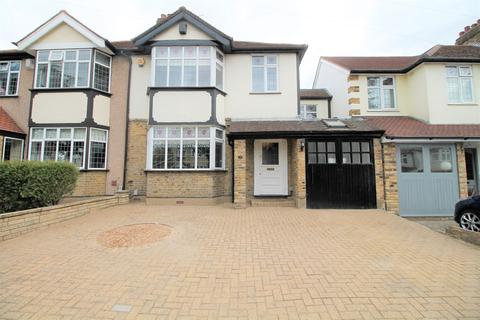 4 bedroom semi-detached house for sale - Grey Towers Avenue,  Hornchurch, RM11
