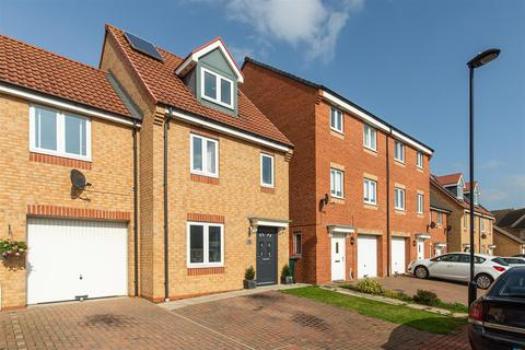 3 bedroom end of terrace house for sale - Thomaston Court, Blakelaw, Newcastle Upon Tyne