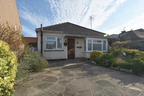 2 bedroom detached bungalow for sale - Victoria Avenue, Broadstairs, CT10