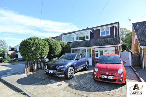 3 bedroom semi-detached house for sale - Anglesey Close, Ashford, TW15