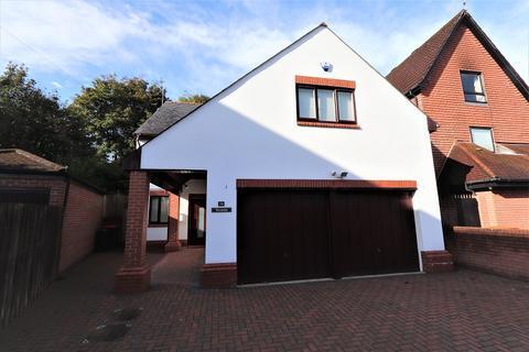 5 bedroom detached house - Fields Park Crescent, Newport. NP20 5BN