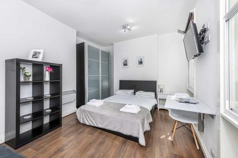 Studio to rent - Greek Street, Soho, W1D