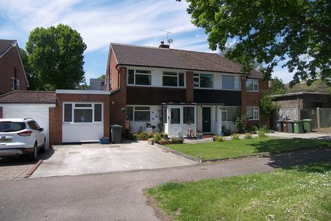 4 bedroom semi-detached house for sale - Torrington Drive, Potters Bar, EN6