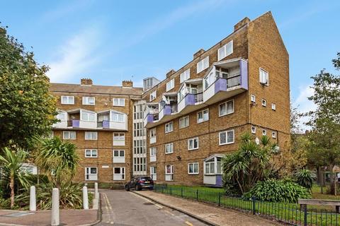 3 bedroom flat for sale - Burbage Close, Borough