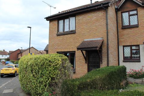 3 bedroom terraced house to rent - Gables Close, London, SE12