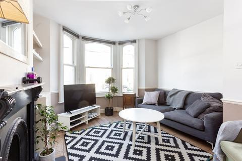 2 bedroom flat for sale - Ballater Road, Clapham North, SW2