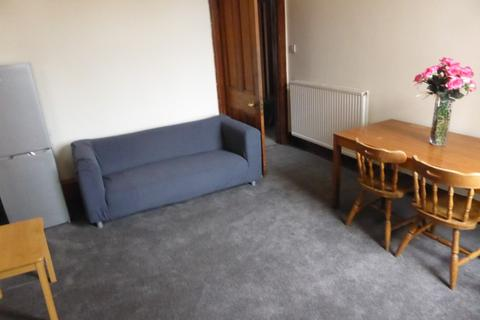 4 bedroom flat to rent - 12 Elmfield Avenue, Aberdeen AB24