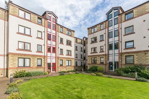 3 bedroom flat for sale - Dalgety Road, Meadowbank, Edinburgh, EH7