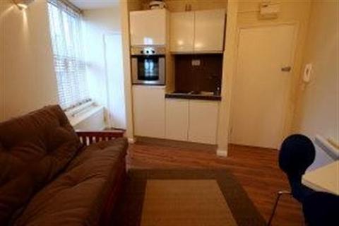 Studio to rent - Wimbledon Park Road, Southfields