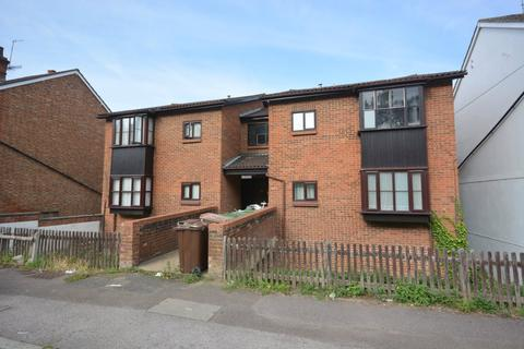 Studio to rent - Oak Road, Tunbridge Wells