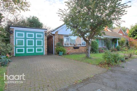 2 bedroom bungalow for sale - Minsterley Avenue, Shepperton