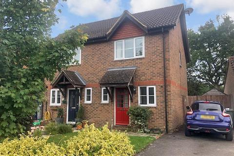 3 bedroom semi-detached house to rent - Searing Way, Tadley, Hants, RG26