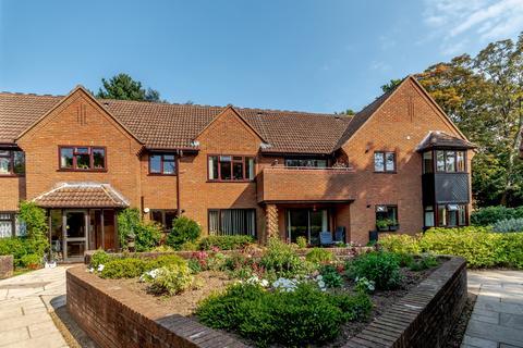 2 bedroom ground floor flat for sale - Tudor Park, Amersham