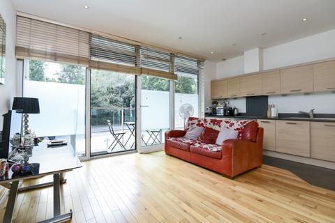 Studio to rent - Queenstown Road London SW8