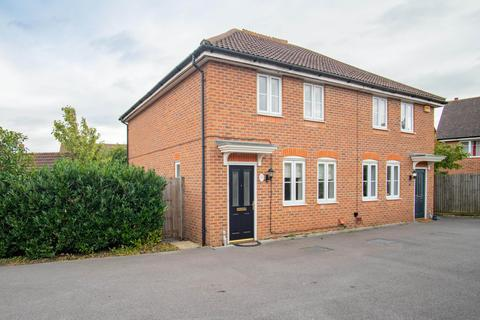 3 bedroom semi-detached house to rent - Chrysanthemum Drive, Reading, Berkshire