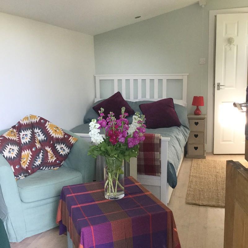Annexe/bedroom 3/home office.