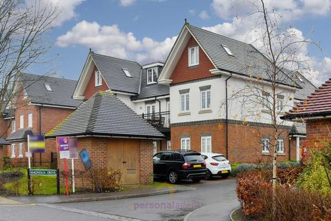 2 bedroom flat to rent - Magnolia Drive, Banstead