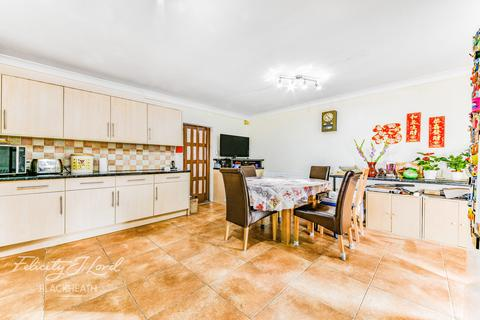 4 bedroom semi-detached house for sale - Cowper Close, WELLING