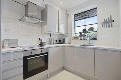 2 bedroom apartment - The Grampians, Hammersmith, London W6 7LZ