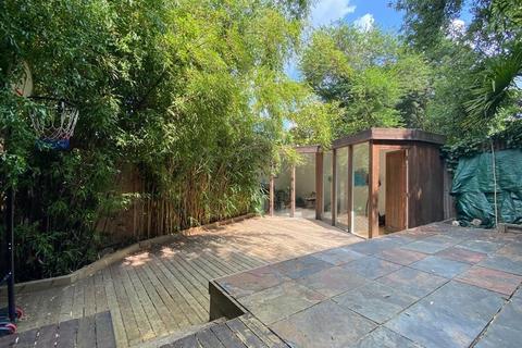 2 bedroom flat for sale - Victoria Road, Alexandra Park