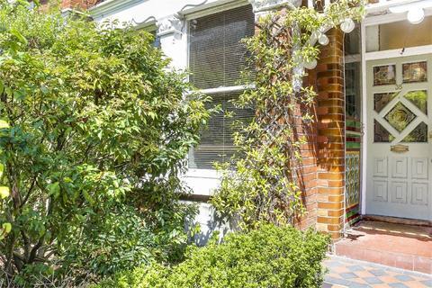 2 bedroom flat for sale - Crescent Road, Alexandra Park