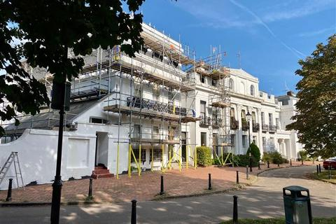 2 bedroom flat for sale - 13 Park Crescent, Worthing, West Sussex, BN11 4AH