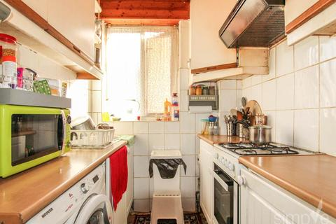 2 bedroom flat to rent - Balfour Road , Southall , Middlesex